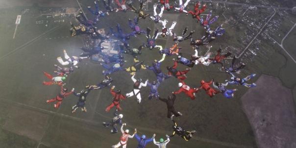 Петербургские парашютисты установили рекорд с шестой попытки
