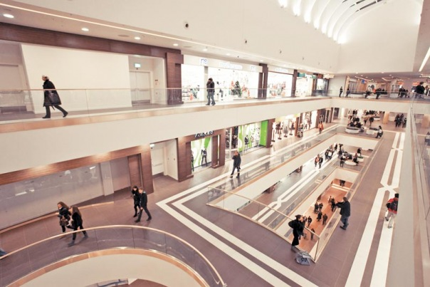 Торговые комплексы Петербурга пустеют из-за ухода арендаторов