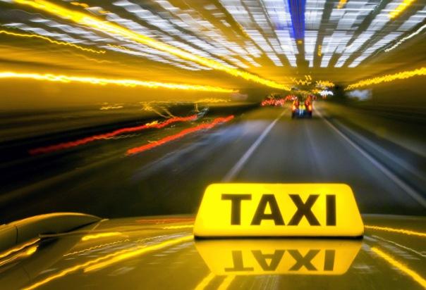 Количество таксистов в Петербурге могут законодательно ограничить