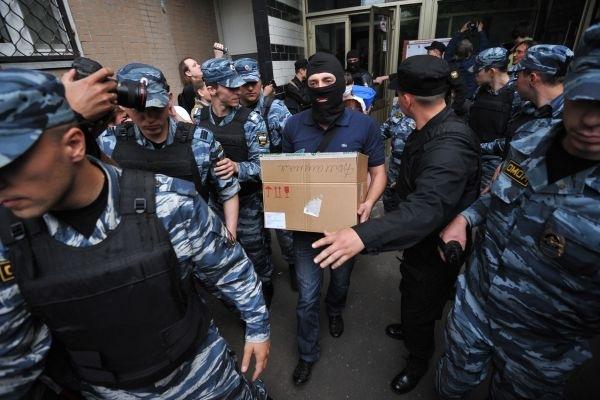 СК провел обыски в Москве и Петербурге по делу о золотых парашютах ГУ МВД по СЗФО