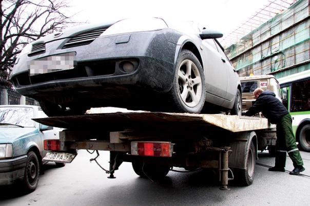В Петербурге планируют повысить плату за эвакуацию автомобилей