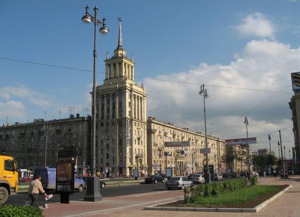 Московский проспект на месяц закрывают для движения из-за ремонта