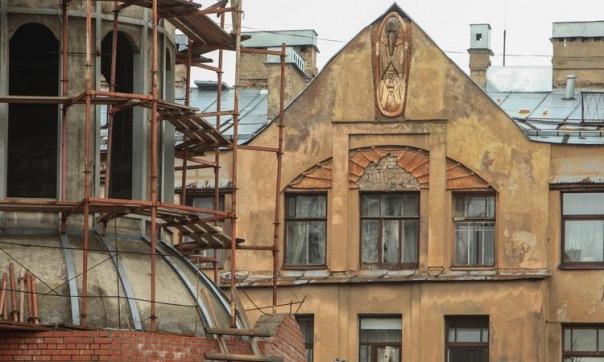 Полиция Петербурга допросила сбившего барельеф Мефистофеля альпиниста