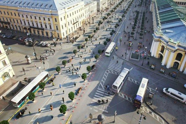 Несколько улиц в центре Петербурга в сентябре станут пешеходными