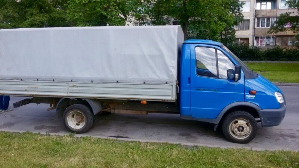 В Петербурге угнали фургон для доставки гуманитарной помощи на Донбасс