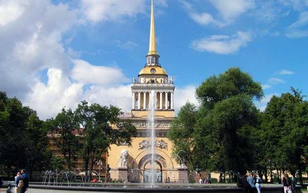 Петербургские руферы забрались на здание Адмиралтейства