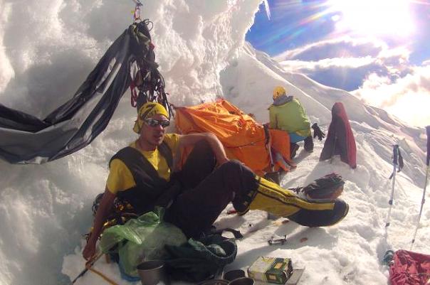 Петербургские альпинисты первыми в мире покорили гору Тулаги в Непале