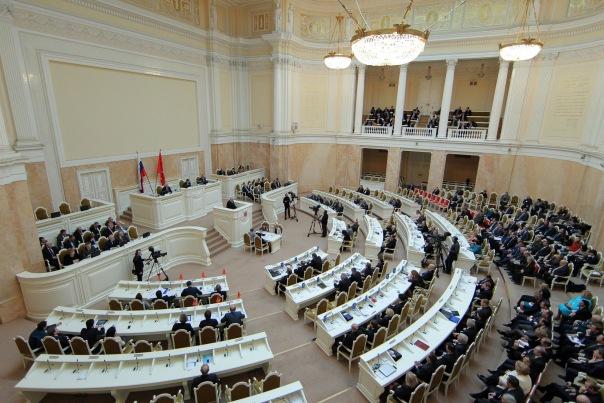 Депутаты приняли бюджет Петербурга-2016 в первом чтении