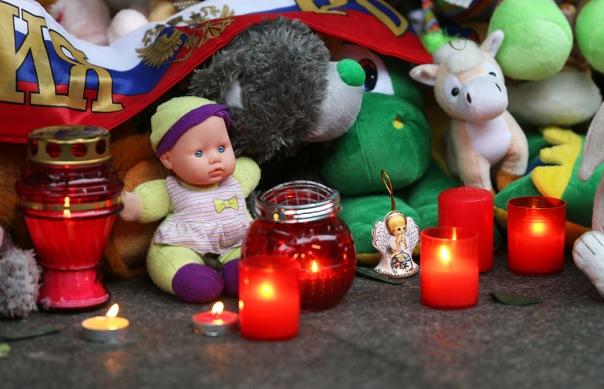 Власти Петербурга продлили траур по жертвам катастрофы до 3 ноября