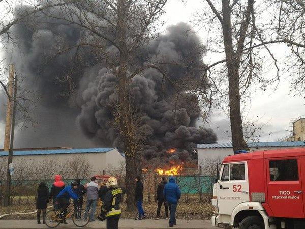 В Петербурге сгорел склад завода Пластполимер