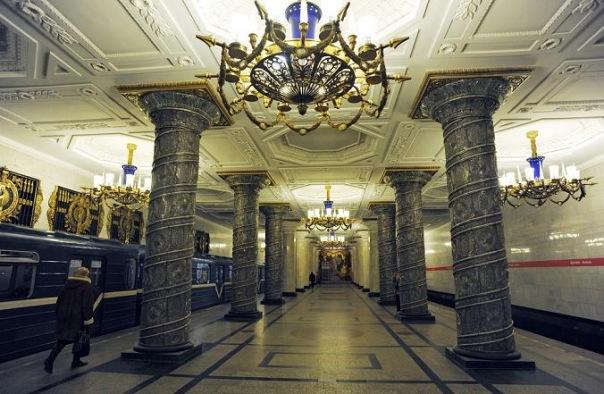 Проезд на метро в Петербурге подорожает до 35 рублей в 2016 году