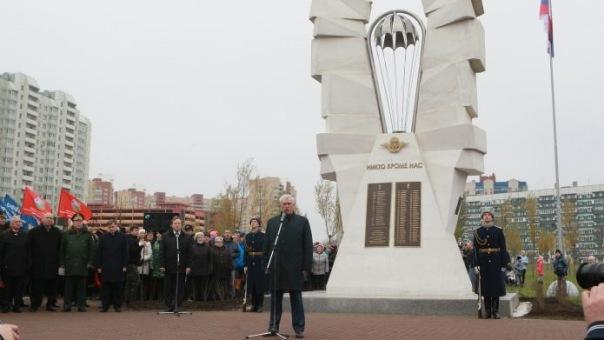 В Петербурге открыли памятник псковским десантникам