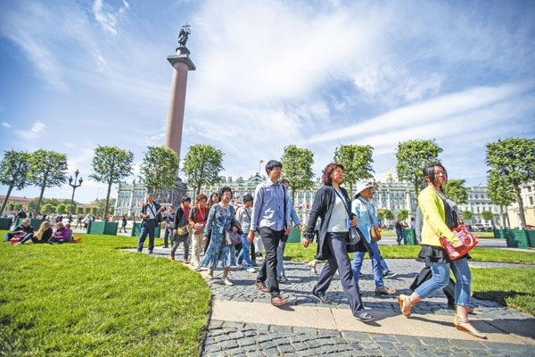 Число туристов из Китая в 2015 году в Петербурге выросло в 2,5 раза