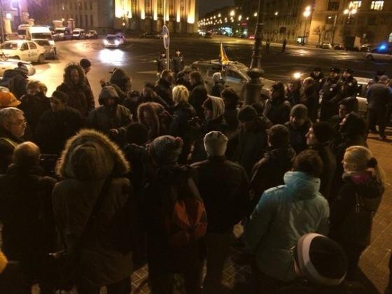 В Санкт-Петербурге дальнобойщики провели митинг около Смольного