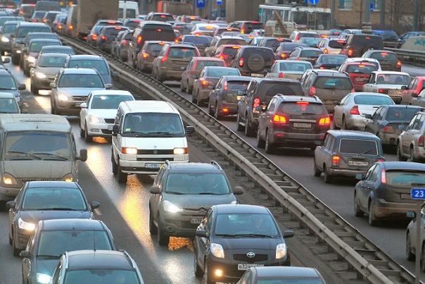 Ремонт дороги собрал многокилометровую пробку на КАД