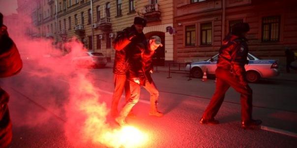 Консульство Турции в Петербурге забросали яйцами и краской