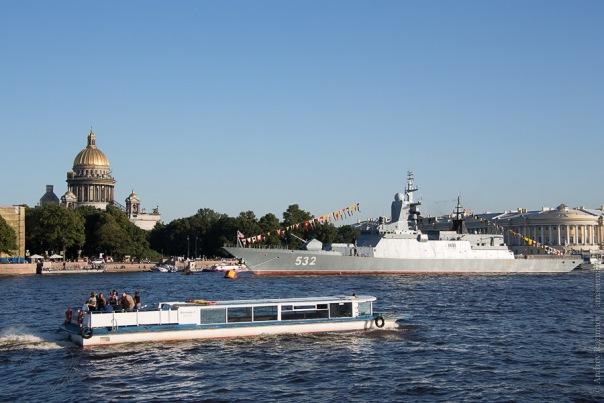 Навигация по Неве в Петербурге завершается