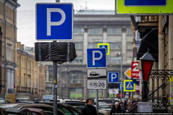 Жители Петербурга стали меньше парковаться в центре города