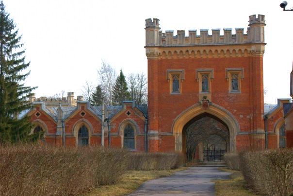 В Петергофе предлагают реконструировать комплекс Императорских конюшен
