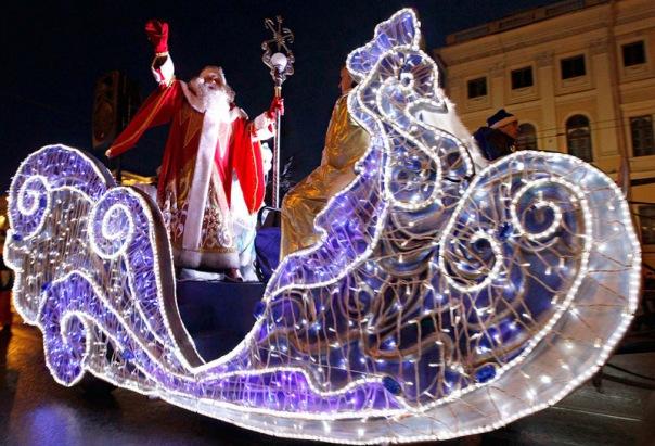 Главный российский Дед Мороз зажжет огни на главной елке Петербурга