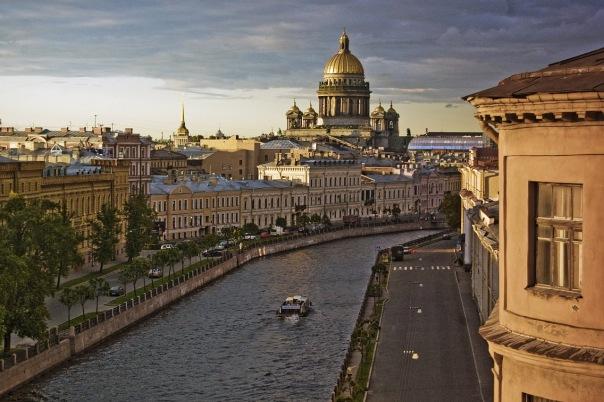 В 2016-м году в Петербурге сократят до 10% чиновников