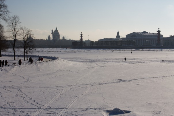 Петербургские спасатели напомнили об опасности выхода на лед