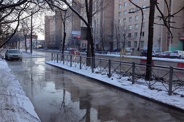 Якорную улицу затопило горячей водой