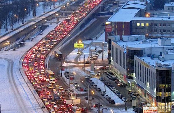 Петербург встал: пробки на дорогах достигли максимальных 10 баллов