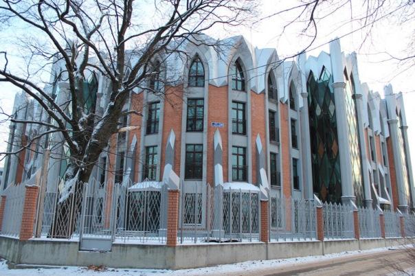 Незаконно построенный жилой дом на Тбилисской улице в Коломягах снесут