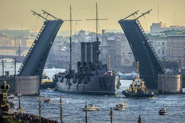 Крейсер Аврора возвращается на Неву уже в этом году