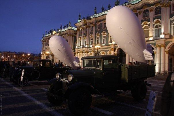 Почти тысяча белых шаров и макеты аэростатов поднимутся над Дворцовой площадью