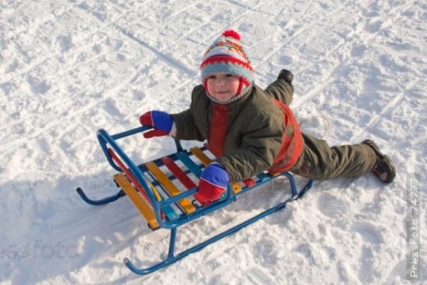 В Петербурге прохожие спасли мальчика, провалившегося под лед Невы