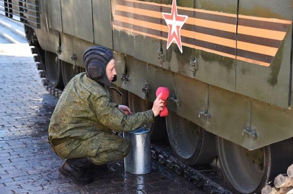 Пьяные петербуржцы катались в окрестностях Кингисеппа на БТР