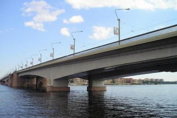 В Санкт-Петербурге в ночь на среду разведут два моста