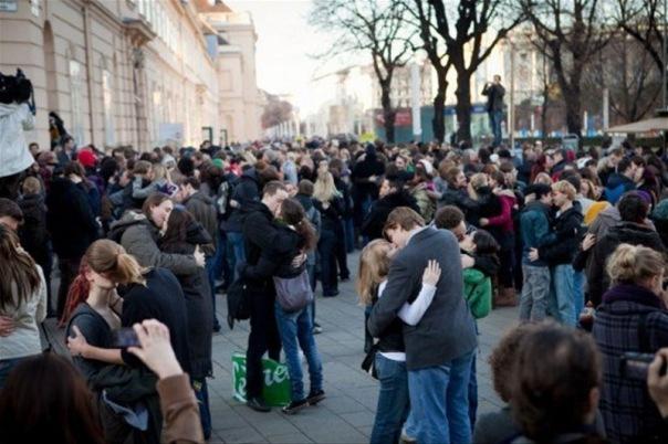 Фестиваль поцелуев на Дворцовой