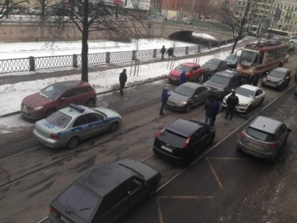 В Петербурге бизнесмен устроил погоню с ДТП из-за похищенных 7 млн