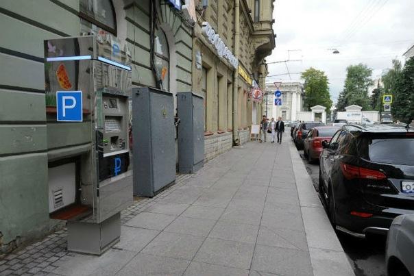 За полгода платные парковки принесли Петербургу 63,5 млн рублей