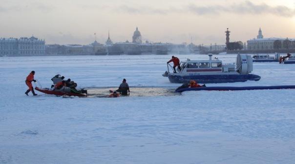В МЧС просят петербуржцев не выходить на лед