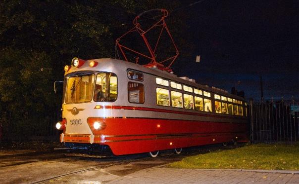 В трамвае Стиляге на Масленицу в Петербурге угостят блинами