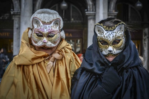 Петербуржцев приглашают на маскарад во двор Лиговского