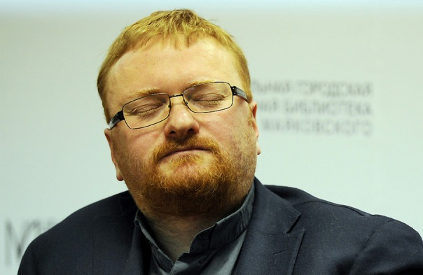 Милонов предложил ввести обязательное постное меню в самолетах