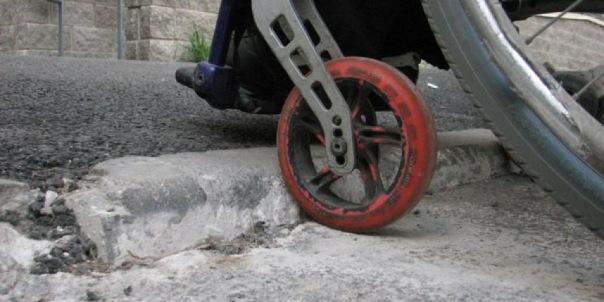 Инвалиды-колясочники массово проверят Петербург на доступность среды