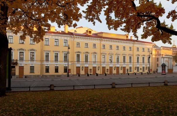 В Михайловском театре выставят фотографии Александра Петросяна
