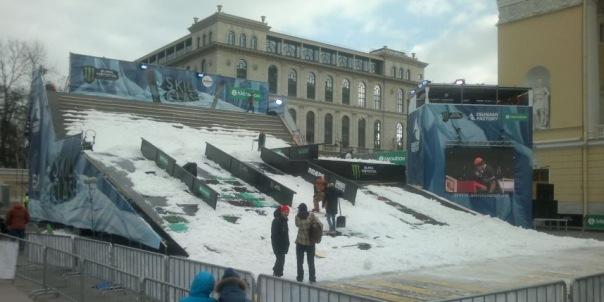 Площадь Островского в Петербурге подготовили к соревнованиям сноубордистов