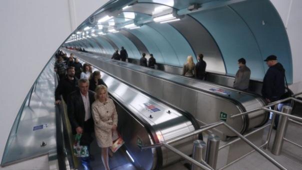 Смольный отказался повышать цены на проезд в метро в 2016 году
