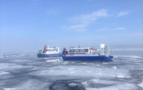 Сотрудники МЧС спасли 73 рыбаков с оторвавшейся льдины в Финском заливе