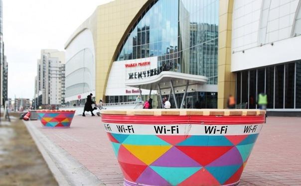 На Петергофском шоссе теперь есть скамейки с Wi-Fi