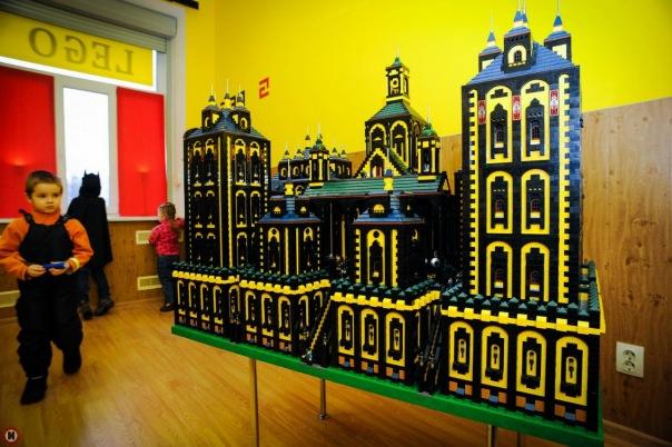 Музей дворцов и замков из Lego открыли на Загородном проспекте