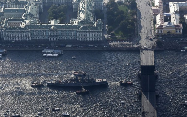 Для подготовки места стоянки крейсера Аврора разведут три моста