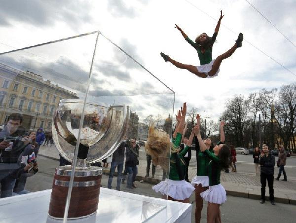 В Петербурге прошел флешмоб в поддержку чемпионата мира по хоккею-2016